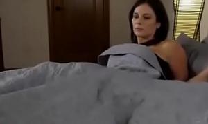 Compartiendo la cama rebuff madrasta (sub español)