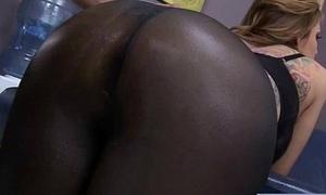 Patient (yurizan beltran) Get Hard Sex Treat Detach from Doctor vid-30